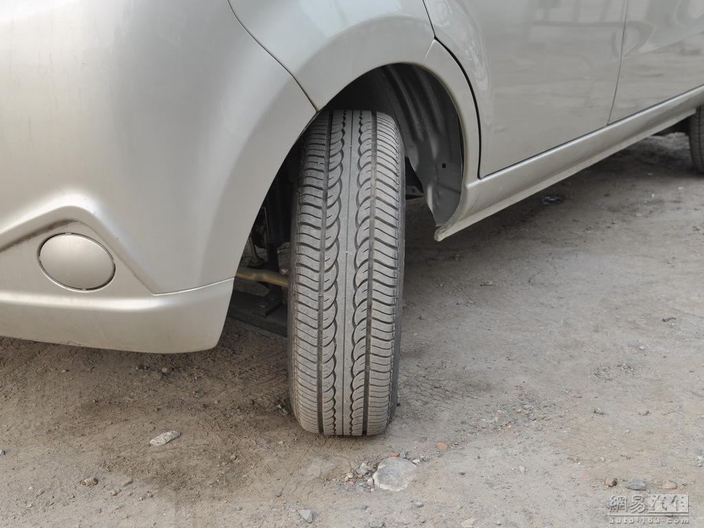 海马汽车福仕达 2009款 1.0mt超值型 轮胎花纹